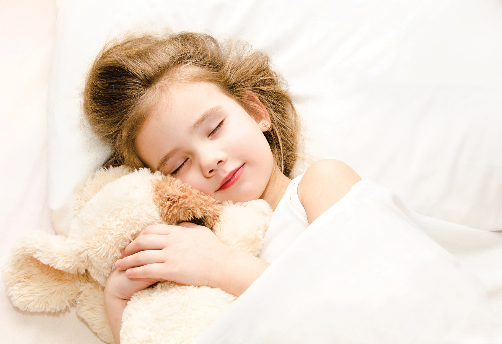 how to sleep kids parents girl sleeping holding stuffed animal